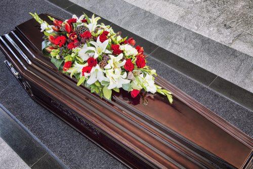 Живые цветы на похоронах